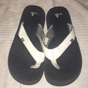 Sanuk Woman's Super Soft Summer Flip Flops Size 6